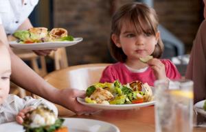 Genitori e figli al ristorante: dov'è il giusto compromesso?