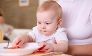 Svezzamento dei bambini: assolutamente solo latte fino al 6° mese
