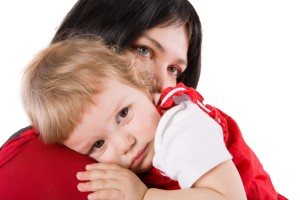 bambini-nido-abbraccio-mamma