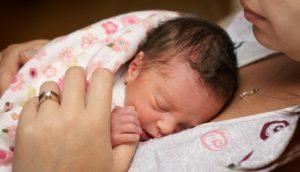 I benefici del contatto mamma-neonato