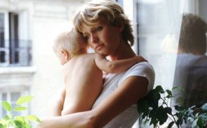 Depressione post-partum: a rischio 16 mamme su 100