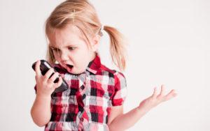 Cellulari pericolosi per bambini e adolescenti