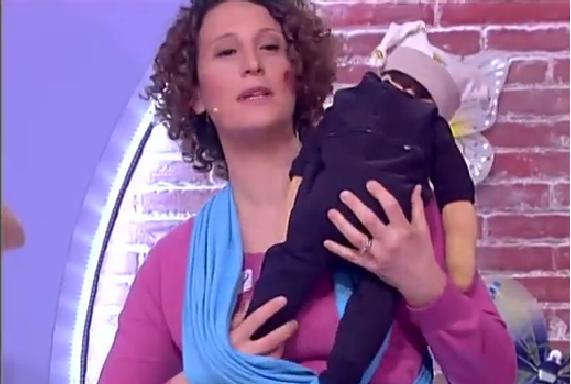 Portare i bambini con la fascia elastica bambino naturale - Portare bambini ...