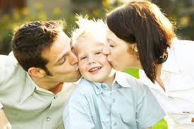 Seguire i bisogni dei bambini rende felici i genitori
