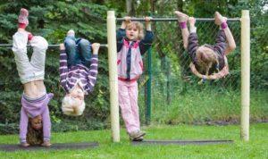 Lo sviluppo dell'equilibrio nei bambini attraverso il gioco libero all'aperto