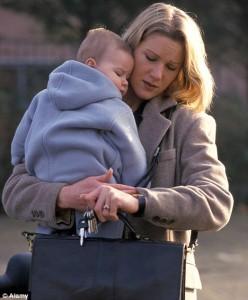 Mamme e lavoro, troppe lasciate a casa
