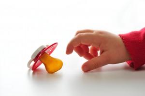 Genitorialità ad alto contatto e il ciuccio