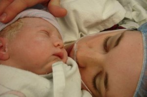 Il parto cesareo e la solitudine della madre