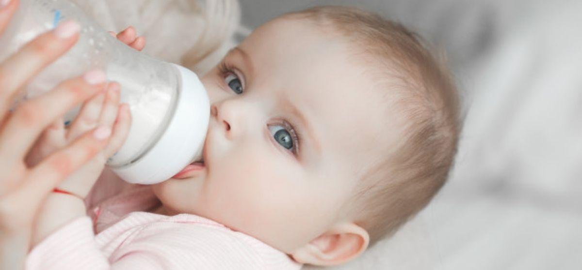 Latte artificiale in polvere per neonati: come renderlo sicuro