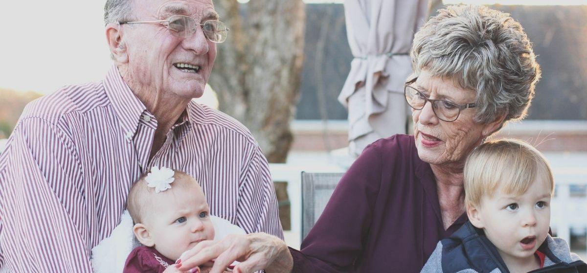 Nonni e genitori separati: una risorsa preziosa salvaguardata dalla legge