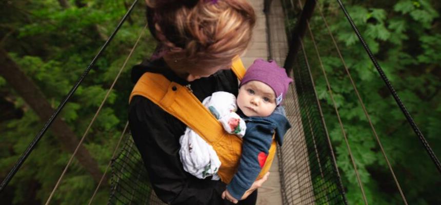 Babywearing e allattamento: quando è utile?