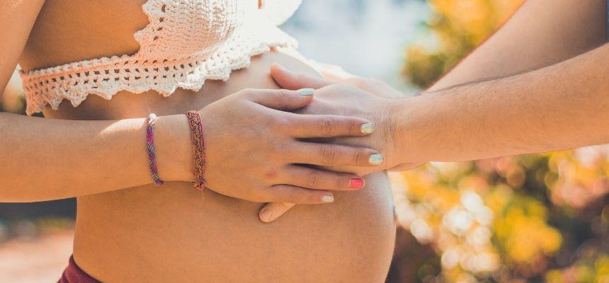 Massaggiare la pancia in gravidanza
