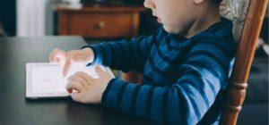 La scuola digitale iperconnessa fa male