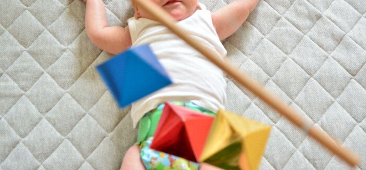 Giostrine Montessori: quando e come proporle al neonato?