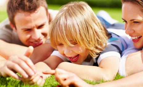Educare i bambini con amore è renderli felici