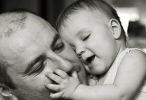 Il massaggio al bambino fatto dal papà!