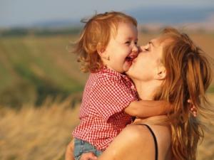genitorialità tra mamma e bambina