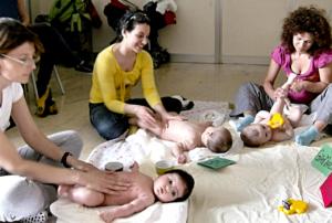 massaggio-infantile-gruppo-mamme-bambini