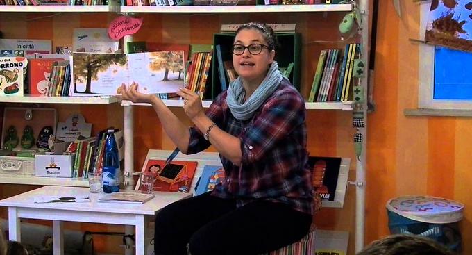 """Elisa Mazzoli racconta ai bambini la sua storia di """"piccole esplorazioni"""""""