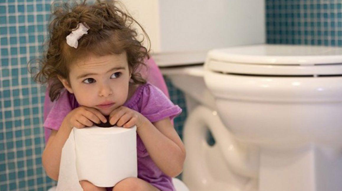 Togliere il pannolino di notte: portarlo di peso in bagno?