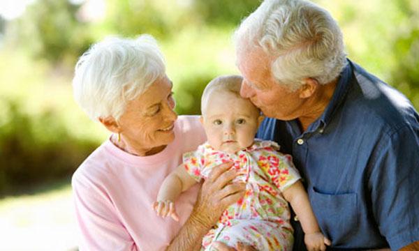 Accudire i bambini con l'aiuto dei nonni
