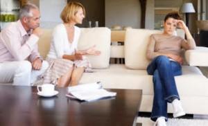 adolescenza-genitori-figlia-discutono