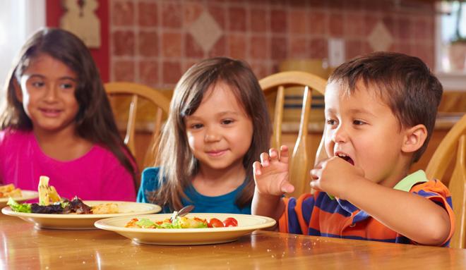 Bambini a tavola, l'esempio francese