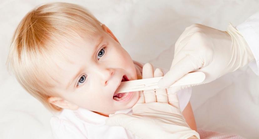 Bambini che respirano a bocca aperta. I problemi di adenoidi sono un sintomo…