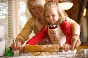 bambini cucina mamma bimba con mattarello