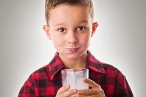 Bambini e latte vaccino pastorizzato, gli effetti della glicazione