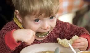 """Il bambino a tavola, le """"buone maniere"""""""