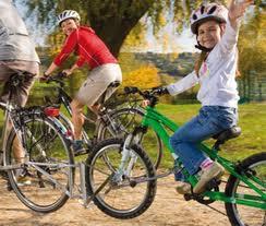 Bambino in bicicletta per la Festa della mamma!