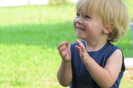 Il bambino è felice perché libero e aperto al mondo