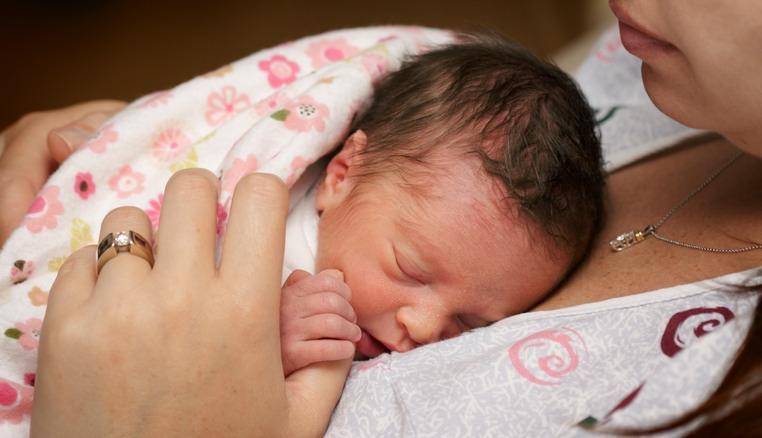 Marsupioterapia: un contatto fondamentale per bambini nati prematuri