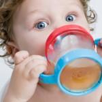 salute bambino che beve