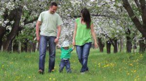 I reali bisogni del bambino quando si va a spasso nella natura