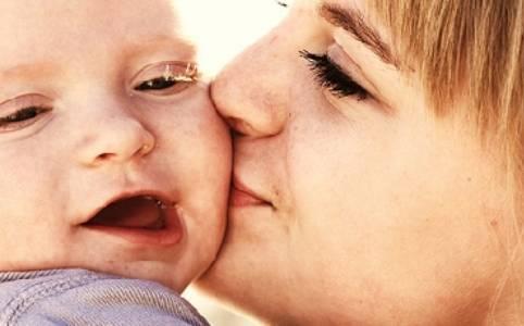 Un fiore di Bach per l'amore tra il bambino e la sua mamma