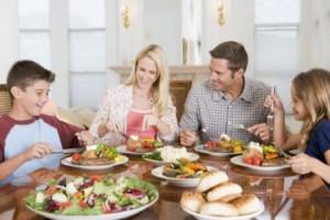 cibo come condivisione famiglia a tavola