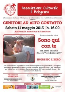 Bambino felice con l'attachment parenting a Vimercate