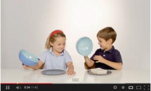 VIDEO – I bambini in cucina imparano a condividere il cibo
