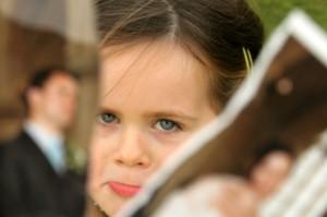 famiglie-separate-bambina-triste