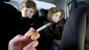 Vietato fumare in auto con bambini e donne in gravidanza: una nuova norma contro il fumo passivo