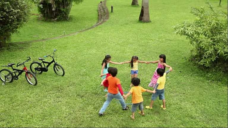 Riavviciniamo i bambini ai giochi all'aperto