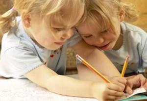 scuola a casa due bambine