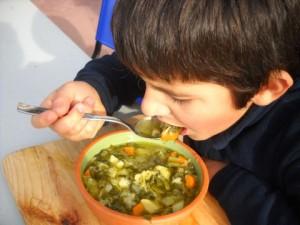 menu vegano a scuola bambino zuppa