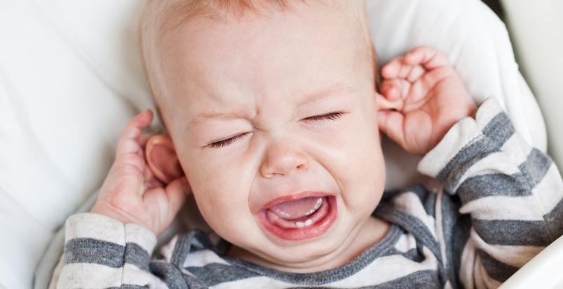 Otite nei bambini: rimedi omeopatici e fitoterapia per curare il mal d'orecchio