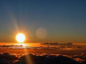 sole che splende sulla pasqua di risurrezione