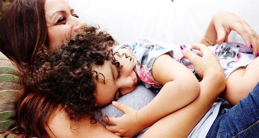 """La """"disciplina dolce"""" per accudire i bambini senza il """"metodo delle lodi e delle punizioni"""""""