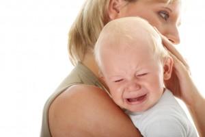 accudimento-materno-bambino-piange