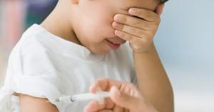 Vaccinare bambini e adulti dietro premi in denaro